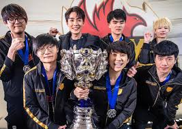 League of Legends crowns Chinese team as world champions