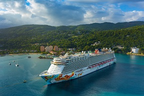 Make This Christmas Memorable With a Vacation Aboard Norwegian Cruise Line