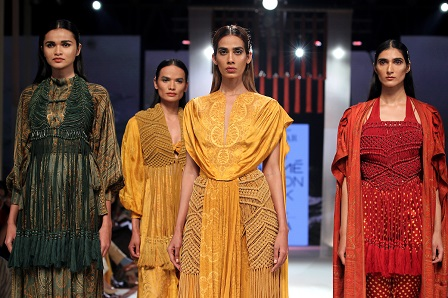 Ritu Kumar S Iconic Laid Out Prints For Her Nature S Origami Collection In Collaboration With Lenzing Ecovero Was The Perfect Finale For Sustainable Fashion Day At Lakme Fashion Week Summer Resort 2020 Textile
