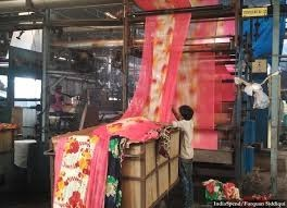 Surat's textile industry struggling, incurring losses amid lockdown