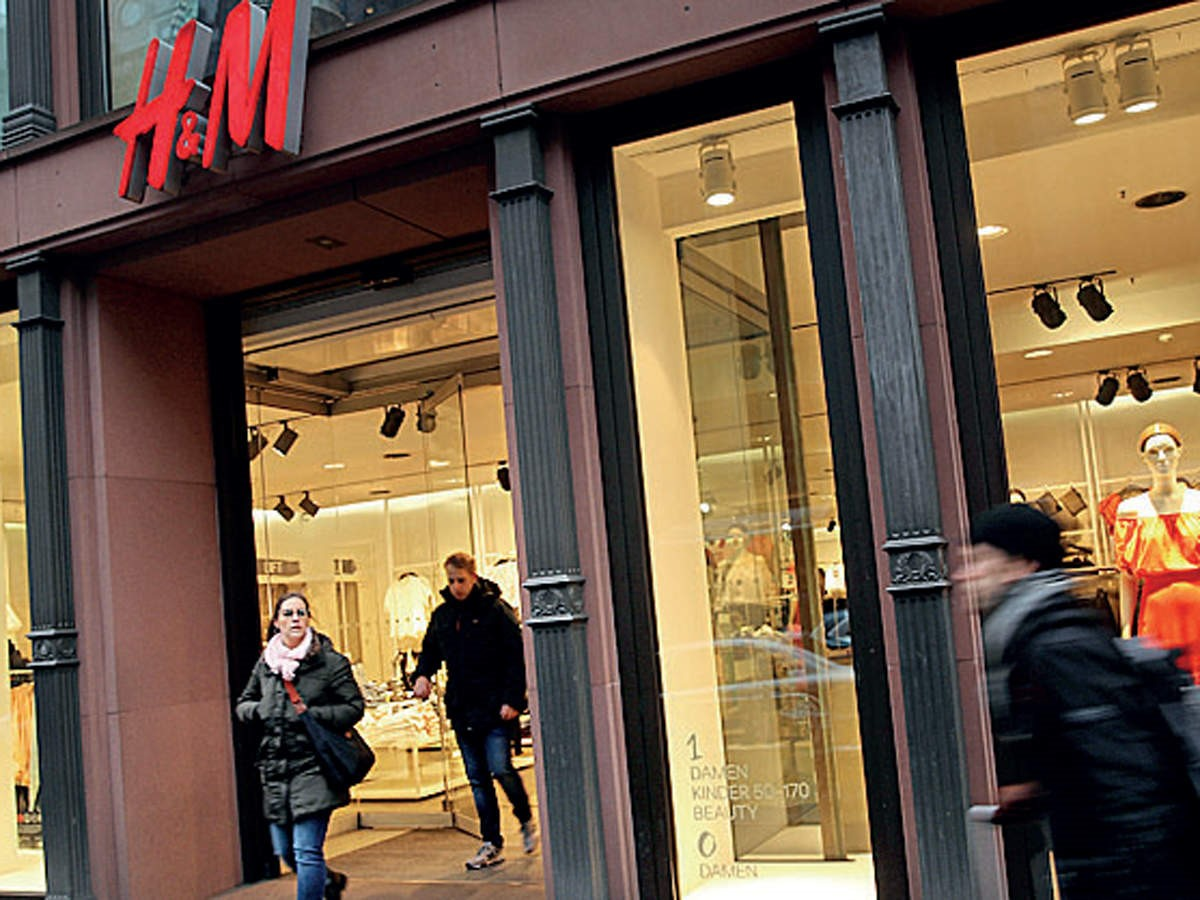 As the pandemic weighs, H&M sways to deep loss in quarantine