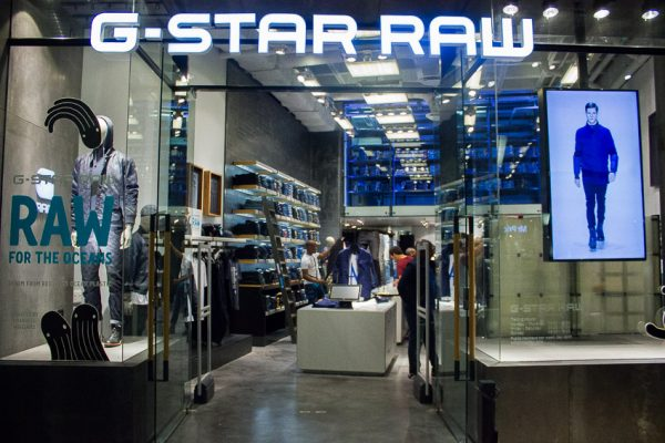 In the natural regenerative indigo dyeing cycle G-STAR RAW has reached a new ground