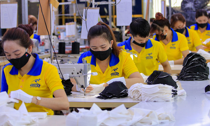 Textile firms survive on weekly export orders
