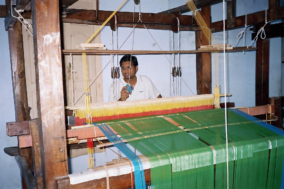 India's Pvt handloom weavers demand free power that is on hold since 3 years